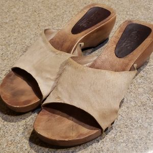 MICHAEL KORS  LEATHER FUR AND WOOD SANDALS 10